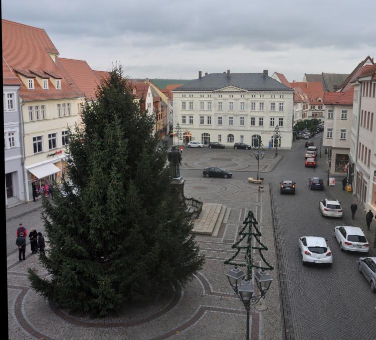 lutherstadt eisleben martin luthers heimatstadt weihnachtsbaum auf dem marktplatz der. Black Bedroom Furniture Sets. Home Design Ideas